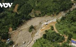 Xuất hiện ống nước trên núi chảy tràn, đe dọa an toàn một trường học
