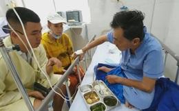 Nghệ sĩ Thương Tín đã có thể ngồi dậy ăn cơm, tự quyết định những việc liên quan đến bản thân và gia đình