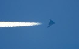 Video 3 oanh tạc cơ tàng hình B-2 bất ngờ xuất hiện trên bầu trời Mỹ