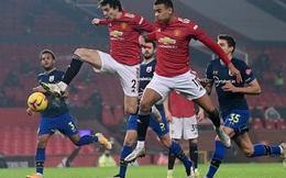 Trọng tài Mike Dean tiếp tay Man United kết liễu Southampton?