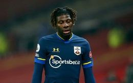 Lượt trận kỳ lạ ở Ngoại hạng Anh đêm qua: Tài năng trẻ ra mắt vỏn vẹn 79 giây vì bị đuổi, hai đội bóng còn 9 người trên sân