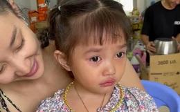 Con gái 4 tuổi của Lê Dương Bảo Lâm áp lực đến mức bật khóc vì... đeo vàng đầy người