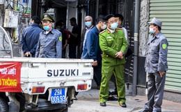 Bên ngoài hiện trường vụ cháy trên phố Tam Khương khiến 4 thanh niên tử vong thương tâm