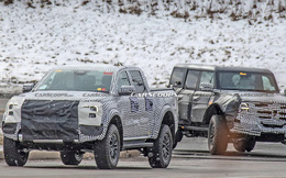 Ford Ranger Raptor thế hệ mới chạy thử trên đường phố, để lộ chi tiết ống xả mới lạ