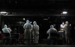 """Quốc gia tiêm vắc xin Covid-19 nhanh nhất thế giới: Vì sao vẫn """"lao đao"""" vì dịch?"""
