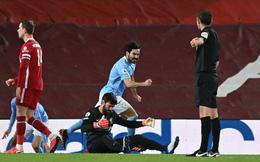 """Thủ môn 2 lần """"tặng"""" bàn thắng cho đối thủ, Liverpool thua tan nát trước Pep Guardiola"""