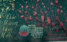 Chỉ sau 3 tiếng đồng hồ, cô giáo 'hô biến' bảng xanh phấn trắng thành bức hoạ chúc mừng năm mới tuyệt đẹp