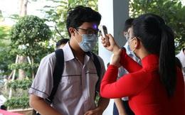 Hình ảnh học sinh TP HCM trở lại trường sau kỳ nghỉ dài