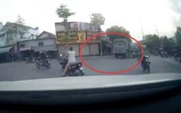 Clip: Khoảnh khắc xe ben cuốn 3 người vào gầm giữa ngã tư, bé 8 tuổi tử vong thương tâm