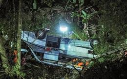 Xe chở học sinh Indonesia lao xuống vực khiến 27 người thiệt mạng