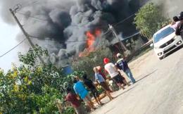 [Clip] Ngôi nhà bốc cháy dữ dội kèm tiếng nổ lớn ở TP Thủ Đức, người dân hoảng sợ di chuyển
