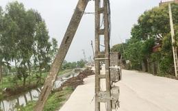 Ninh Bình: Hàng chục cột điện sừng sững giữa đường, vì đâu nên nỗi?