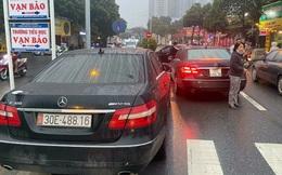 Vụ 2 ô tô Mercedes trùng biển số ở Hà Nội: Công an bàn giao chiếc xe biển thật cho chủ xe