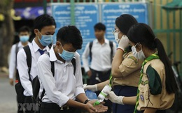 """Nguyên nhân khiến Campuchia """"thêm một lần đau"""" vì COVID-19: Bảo vệ nhận hối lộ, an ninh lỏng lẻo"""