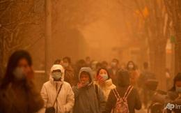 """""""Cuồng phong"""" mạnh nhất thập kỷ đổ bộ, cả Bắc Kinh chìm trong màu nâu nhạt"""