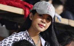 Nàng WAGs Thái Lan khoe sắc, thu hút ánh nhìn ở sân Hàng Đẫy