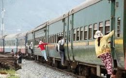 1001 thắc mắc: Nên làm thế nào nếu phải nhảy khỏi xe lửa đang chạy?