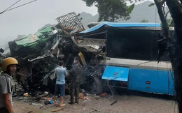 Hiện trường kinh hoàng vụ tai nạn giữa xe khách và xe tải ở Hòa Bình làm 3 người chết, 1 người bị thương
