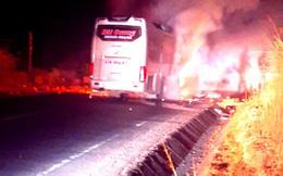 Xe khách giường nằm bốc cháy trên đường Hồ Chí Minh, hành khách hoảng loạn tháo chạy, hàng hóa bị thiêu rụi