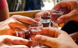Say rượu khiến quý ông khốn khổ: 6 cách chống say rượu cực hiệu quả