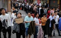 Chuyện ngược đời ở 'xưởng may thế giới' Quảng Châu: Các boss xếp hàng dài chào mời mức lương cao, công nhân vẫn chẳng buồn 'quẹo lựa'