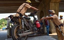 Hàng trăm xe máy 'mù', xe cà tàng ở TP.HCM bị thu giữ khi đang lưu thông trên đường