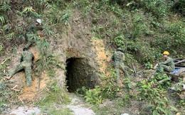 Mục kích quân đội nổ mìn đánh sập hầm vàng trái phép tại Đà Nẵng