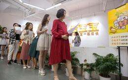 Công ty Trung Quốc yêu cầu nữ nhân viên phải tự thôi việc nếu có thai