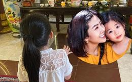 Xúc động hình ảnh con gái 8 tuổi đến chùa thắp hương cho mẹ Mai Phương