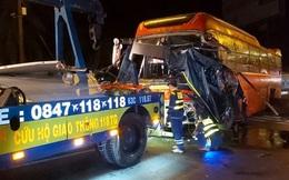 Xe giường nằm va chạm xe với tải, nhiều người bị thương