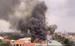 TP.HCM: Nhà hàng BBQ ở Thảo Điền cháy dữ dội, cột khói cao hàng chục mét