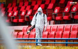 Sân Hàng Đẫy phun khử khuẩn trước khi mở cửa đón 2000 khán giả