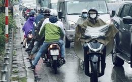 """Những kiểu """"lách luật"""" tại một điểm tắc đường kinh niên của Hà Nội"""