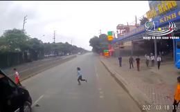 Limousine phóng nhanh, đâm bay người đi xe máy sang đường ẩu: Hiện trường khiến tất cả sốc
