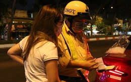 """Lái ô tô đi nhậu, năn nỉ suốt 30 phút để được """"bỏ qua"""", nữ tài xế bị CSGT ở Sài Gòn phạt 35 triệu đồng"""