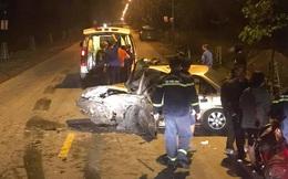 2 xe con đối đầu nhau trong đêm, tài xế mắc kẹt trong chiếc xe bẹp dúm