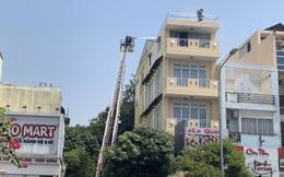 Đôi vợ chồng cùng 2 con hoảng loạn kêu cứu trong căn nhà bốc cháy ở Sài Gòn