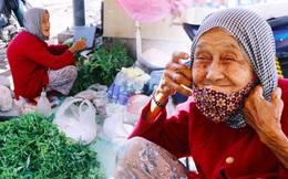 """Cụ bà ngủ gục giữa cái nắng 37 độ ở Sài Gòn để bán từng bó rau: """"Ngoại có tới 12 đứa con nhưng ngoại đi bán vầy sống cho khỏe…"""""""