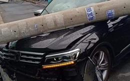 """Xe ô tô tông ngã cột điện khu """"nhà giàu"""" ở TP.HCM, hàng trăm hộ dân mất điện"""