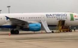 """Khách mở cửa thoát hiểm máy bay Bamboo Airways vì nghĩ """"cửa nhà vệ sinh"""" bị phạt 15 triệu đồng"""
