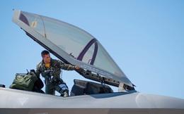Đã nhận lương cao, phi công chiến đấu Mỹ tiếp tục được thưởng 'khủng'