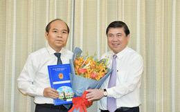 Chủ tịch UBND TPHCM Nguyễn Thành Phong trao các quyết định nhân sự chủ chốt