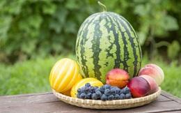 """Ăn 2 loại trái cây này cùng lúc có bị ngộ độc như lời đồn? Chuyên gia chỉ biết """"lắc đầu cười"""""""