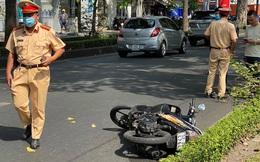 Chạy xe máy trong làn ô tô rồi té ngã, thanh niên người nước ngoài tử vong ở Sài Gòn