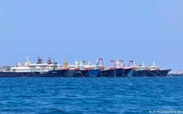 """220 tàu Trung Quốc """"bu kín"""" ở biển Đông: Bắc Kinh nói chỉ trú ẩn tập thể, Philippines đòi rút ngay"""