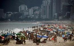"""24h qua ảnh: Người dân Brazil tận hưởng ngày hè """"cuối cùng"""" trên bãi biển"""