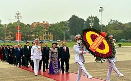 Lãnh đạo Đảng, Nhà nước và các ĐBQH vào lăng viếng Chủ tịch Hồ Chí Minh