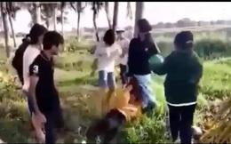 Cô gái trẻ bị nhóm nữ sinh đánh hội đồng, nam sinh đứng hò reo ở Tây Ninh