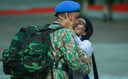 Nụ hôn xúc động tiễn cán bộ quân y sang Nam Sudan bảo vệ hoà bình quốc tế