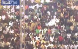 Ấn Độ: Khoảnh khắc khán đài 400 người ngồi kín bất ngờ đổ sập